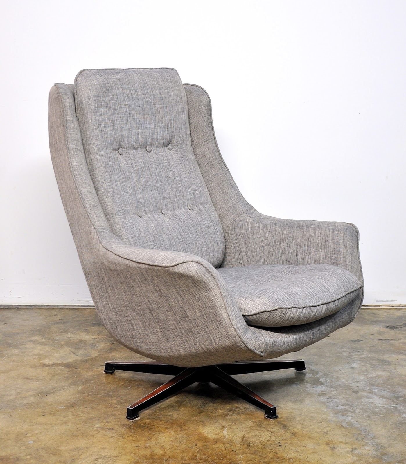 SELECT MODERN: Mid Century Swivel Lounge Chair