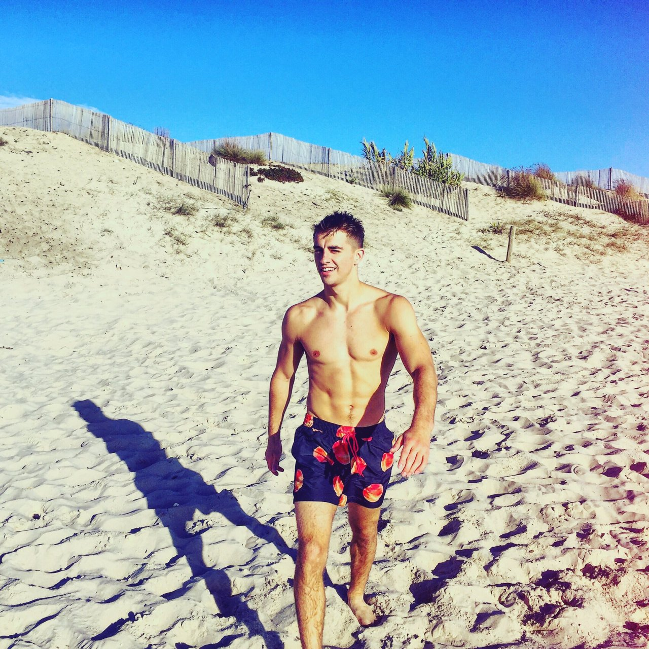 adorable-twink-boy-beach-sun-shirtless