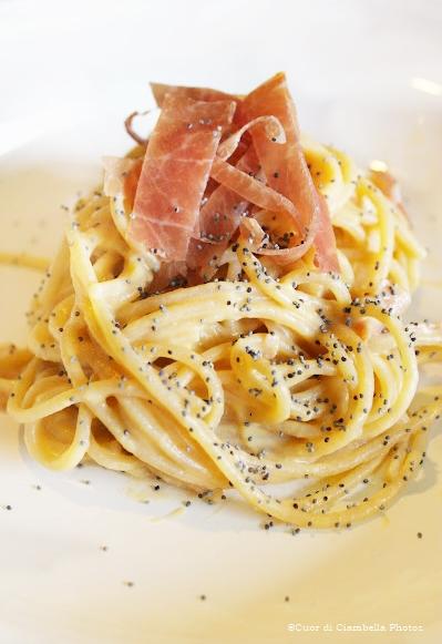 Spaghetti integrali alla crema di Zucca e Ricotta con Prosciutto Crudo e Semi di Papavero