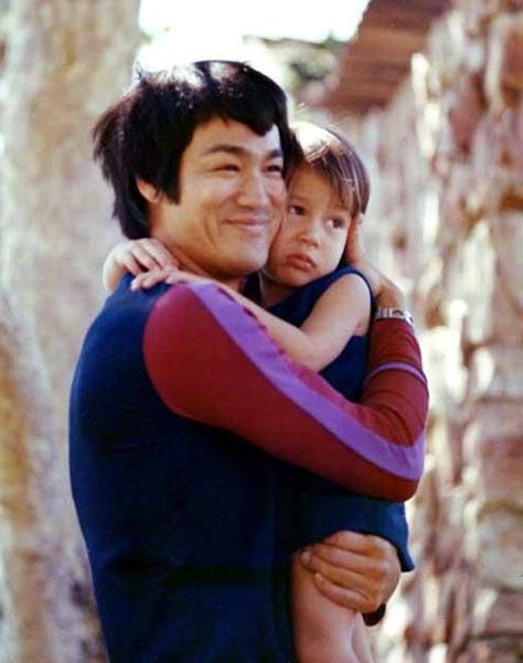 Jennifer Aniston: Bruce Lee Childhood Photos