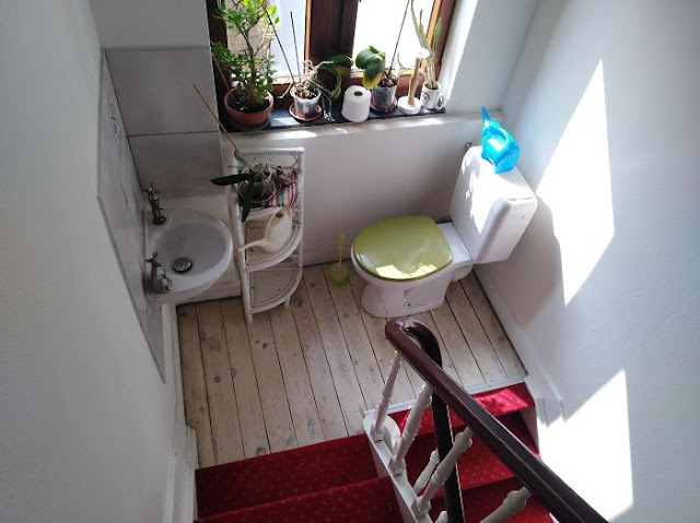 The 'Bathroom' In My Airbnb Will 100% Result In Shitty Encounters With The Host