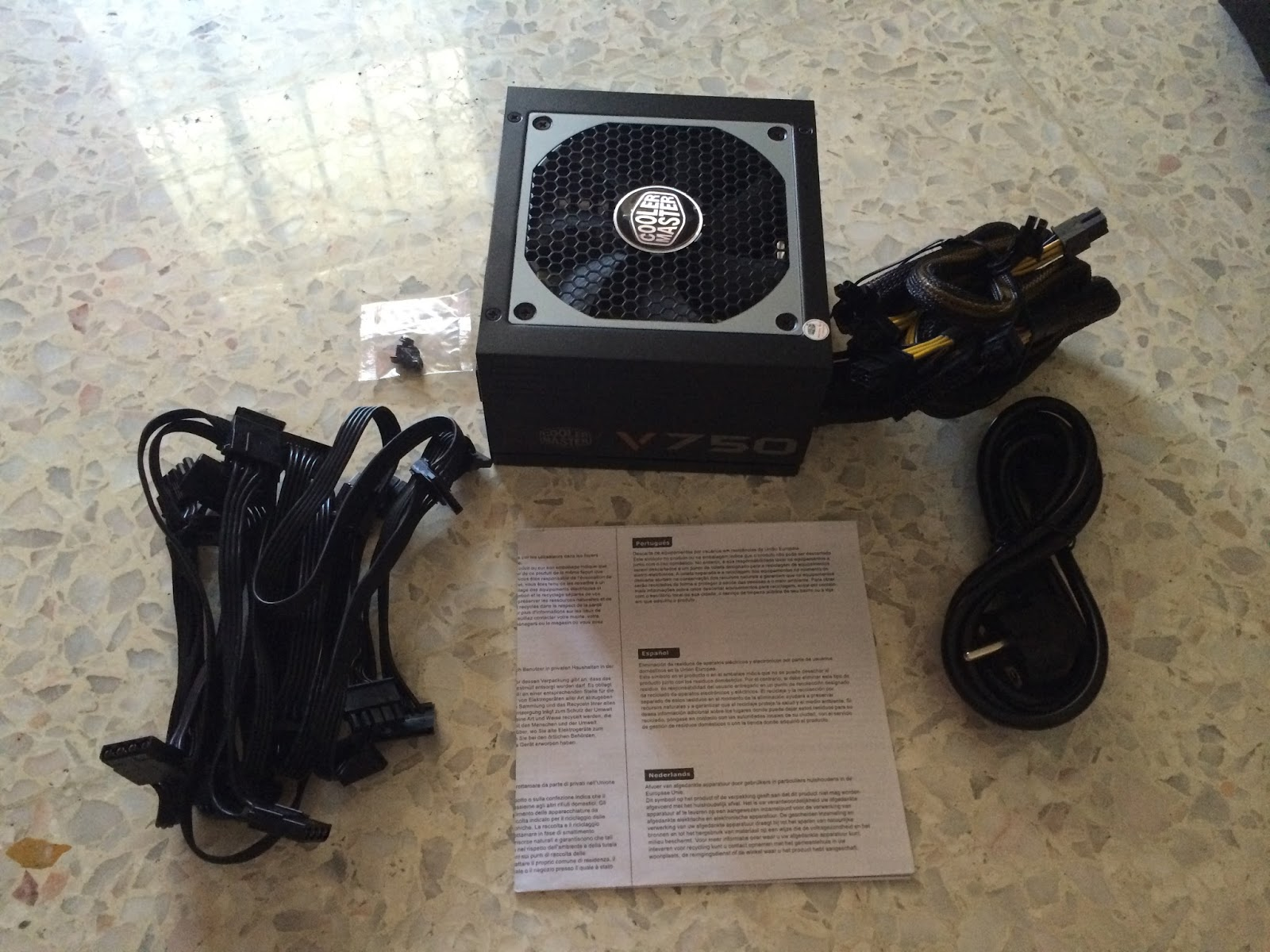 Cooler Master V750S Power Supply Unboxing & Overview 22