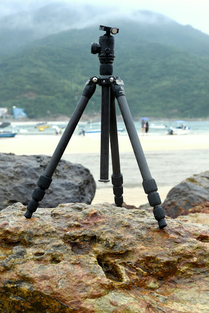 Sunwayfoto T1C40T Carbon Fiber Traveller Tripod on the beach