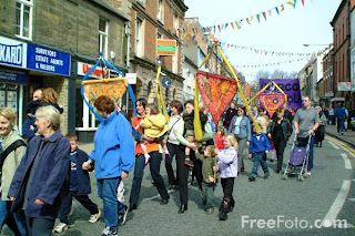 Image: Pageant of children with sculptures, Morpeth Northumbrian Gathering(c) FreeFoto.com