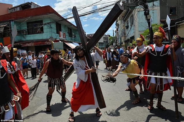 Drama penyaliban yesus kristus di Filipina
