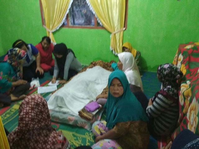 Jenazah korban tewas gantung diri di Asahan saat disemayamkan di rumah duka.