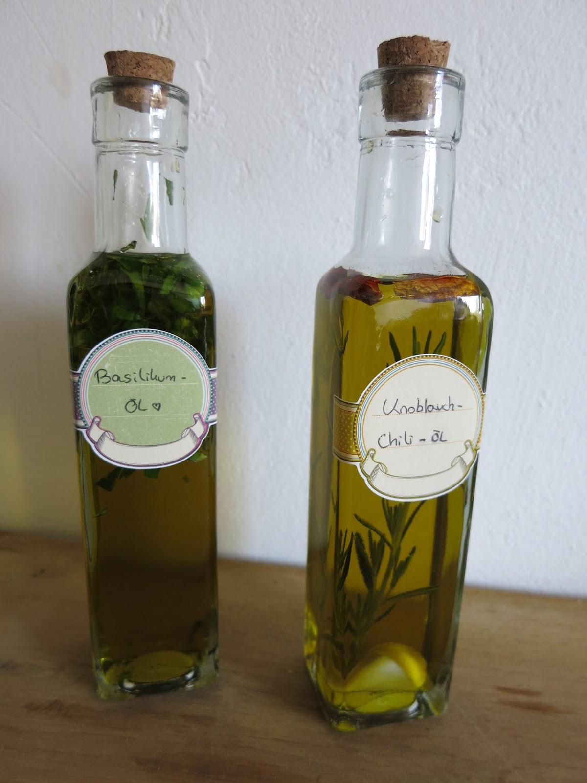 Geschenkideen: Knoblauch-Chili-Öl und Basilikum-Öl