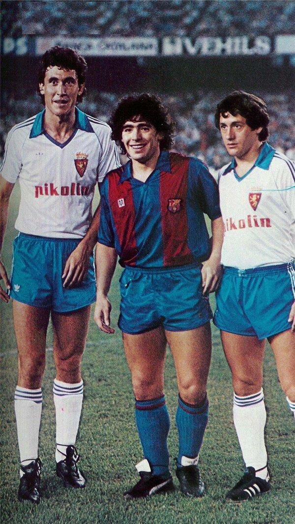 ¿Cuánto mide Diego Armando Maradona? - Altura - Real height Cdqx3CPWoAEexkU