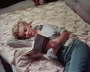 ひとりになったら本を読む