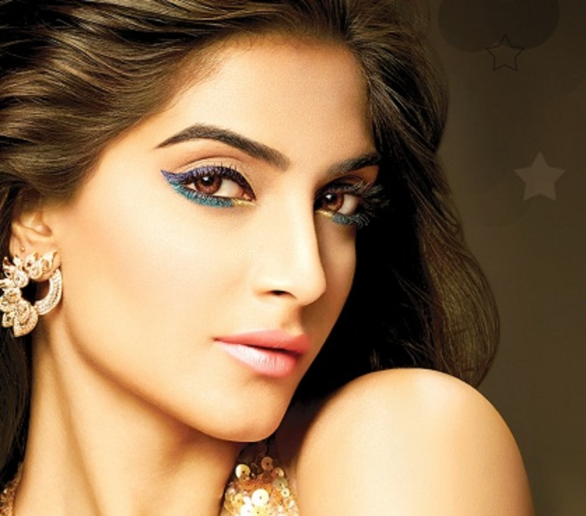 Very Stylish Girl Wallpapers Sonam Kapoor Images Hd Wallpaper All 4u Wallpaper