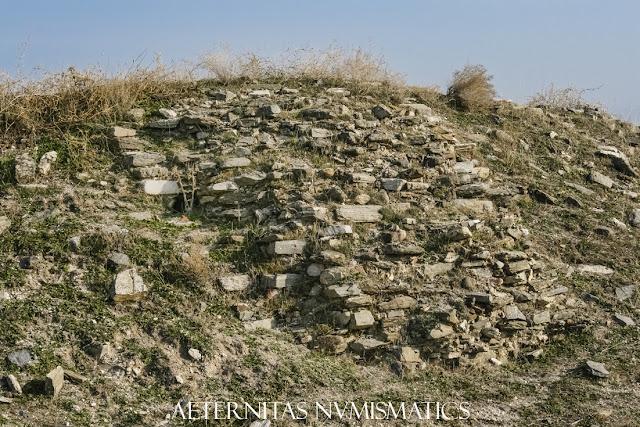 Ruinas de una de las torres de flanqueo