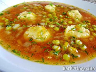Supa de mazare cu galuste in farfurie (imaginea retetei)