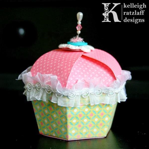 http://www.pinterest.com/madomangar/patrones-cajas-de-regalo