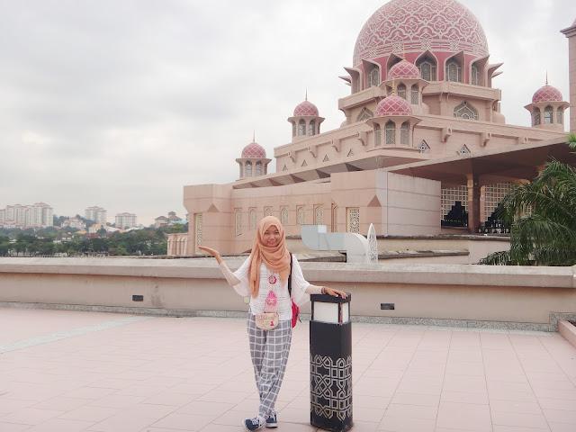 tempat foto menarik Mesjid Putra Jaya Malaysia