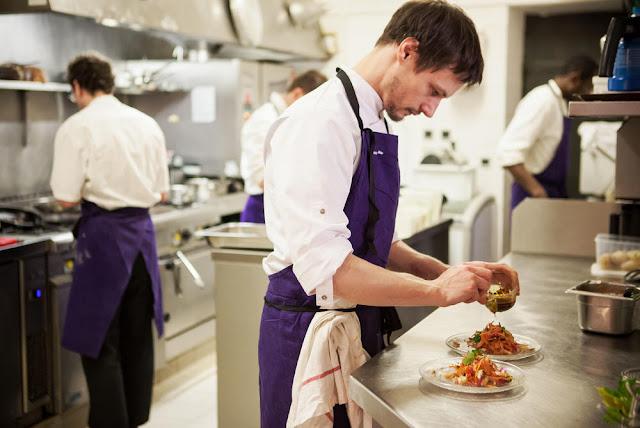 10 Cara Menjadi Chef ( KOKI ) Yang Sukses