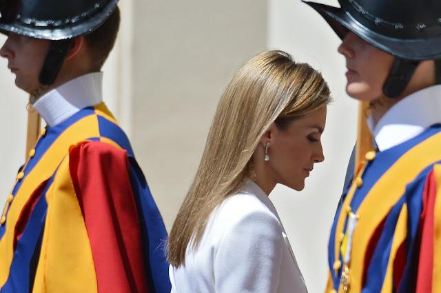Sólo 7 mujeres pueden vestir de blanco ante Papa y no esta Angélica Rivera
