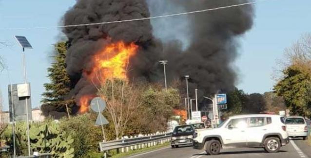 Ιταλία: Φοβερή έκρηξη σε πρατήριο βενζίνης. Δύο νεκροί και 17 τραυματίες