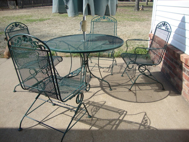 Patio Table and Chairs to Be Chosen