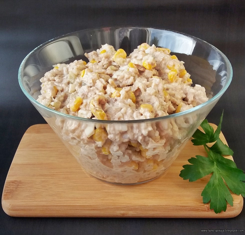 Salatka Z Tunczykiem Kukurydza I Ogorkiem
