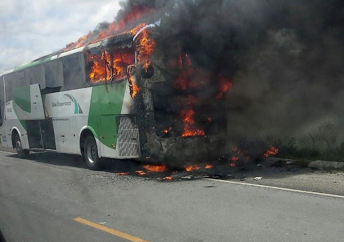 Ônibus da Boa Esperança pega fogo no Maranhão