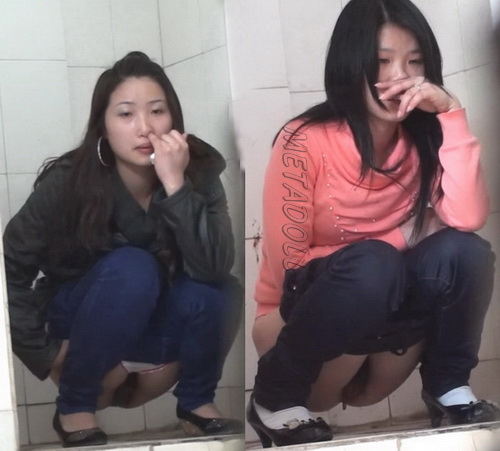China Voyeur Shit Toilet Hidden Cams 16. Pooping in the toilet squatting. (Sharevoyeur 421-500)