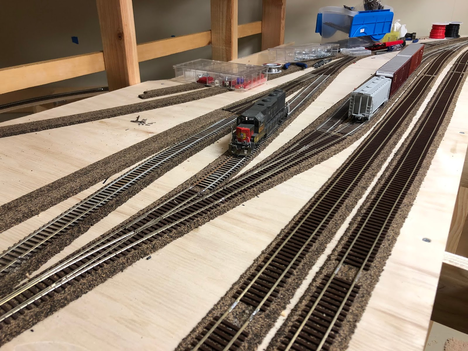 hight resolution of as i left it in the winter construction in oakridge was in progress after initial construction efforts of benchwork track and wiring
