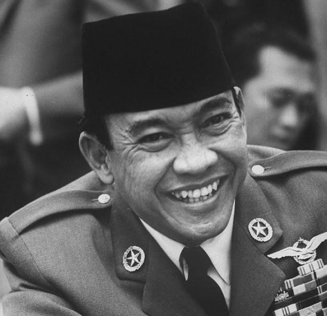 WAJIB Baca...! Bikin HARU dan LUCU...Inilah Perintah Pertama Soekarno Sebagai Presiden RI.