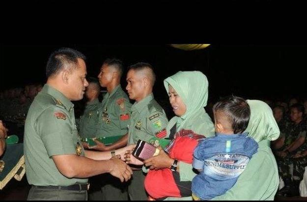 Anggota TNI yang Gugur di Aceh Itu Terima Penghargaan