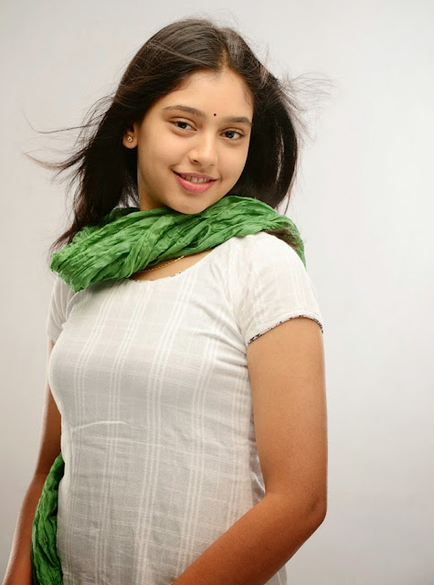 Niti-Taylor-hot-Wallpapers