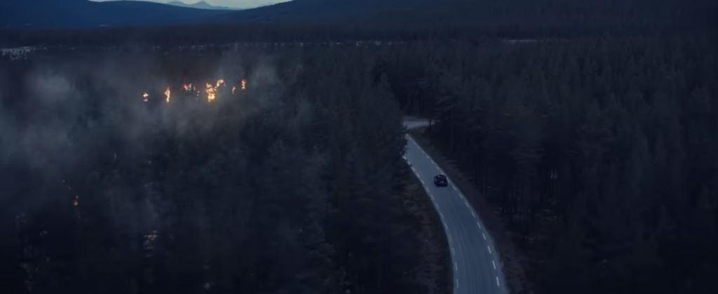Pubblicità Peugeot 2008 nuovo spot iCockpit ''bosco, cervo e incendio''