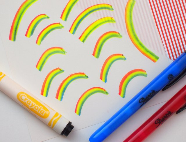 School Supply Hack: DIY Rainbow Marker (in under a minute