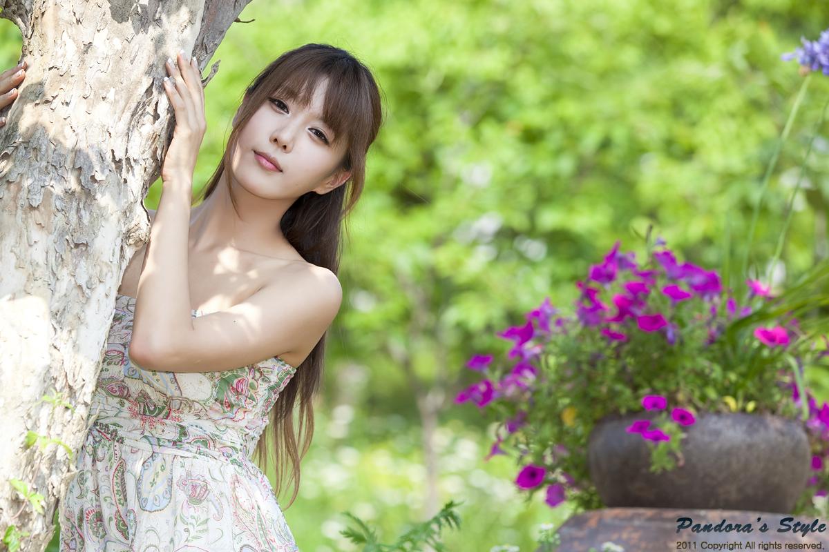 Heo Yun Mi with Strapless Dress - Girls Idols Wallpapers ...