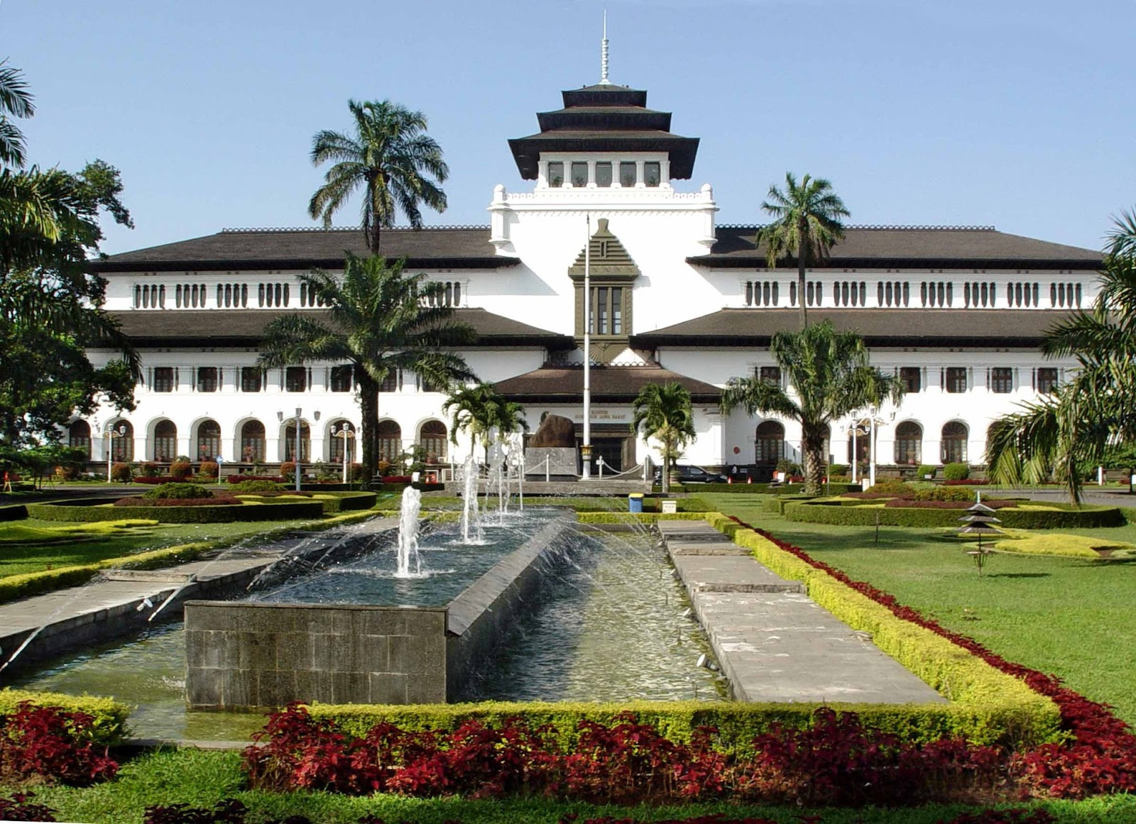 where to visit in bandung gedung sate
