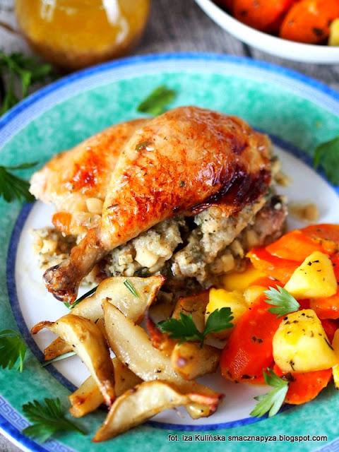 kurczak pieczony z nadzieniem ziemniaczanym, kurczę faszerowane ziemniakami, farsz ziemniaczany, nadzienie z ziemniaków, kurczak zagrodowy, jak wytrybować kurczaka, jak spiąć i zasznurować kurczaka