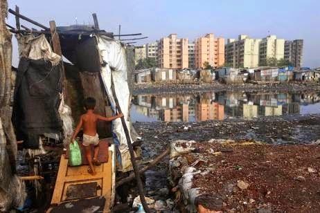 Pemandangan Kontras Kota Mumbai