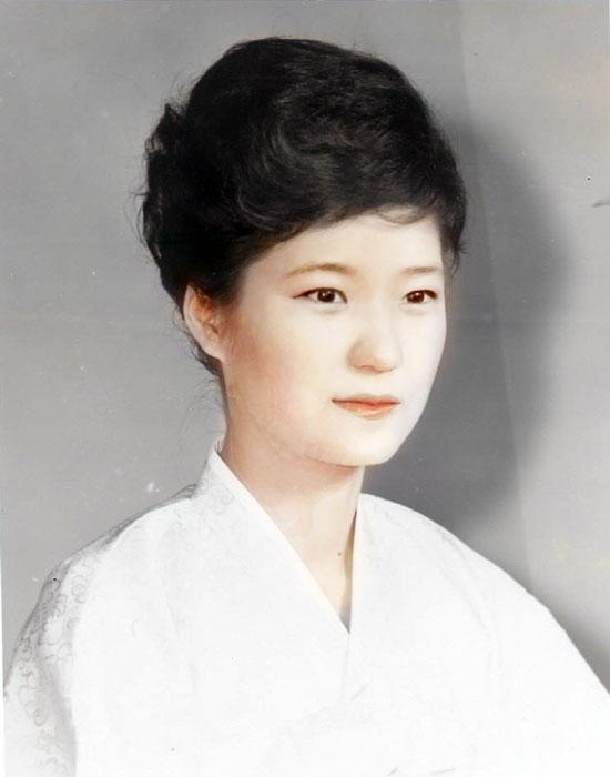 พัก กึน-ฮเย ในวัยสาว สวย และหน้าตาดีมาก