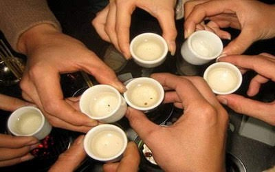 Chủ nhật, uống rượu với bạn bè