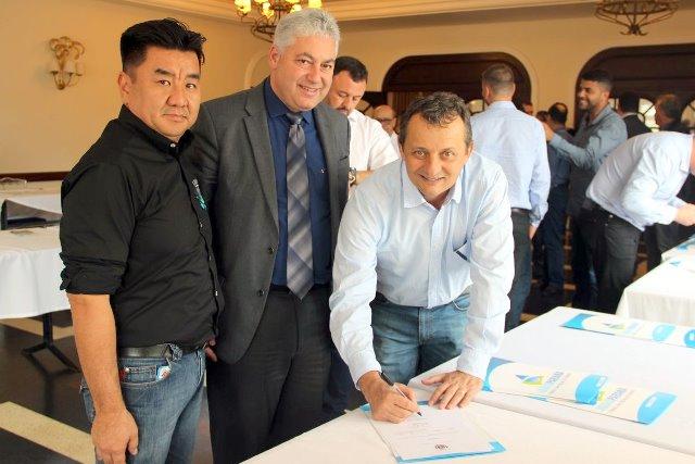 Pedro Coelho assina convênios de mais de R$ 1,1 milhão em Curitiba