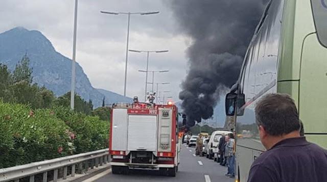 Τροχαίο πριν τη σήραγγα της Στέρνας: Αυτοκίνητο τυλίχθηκε στις φλόγες!