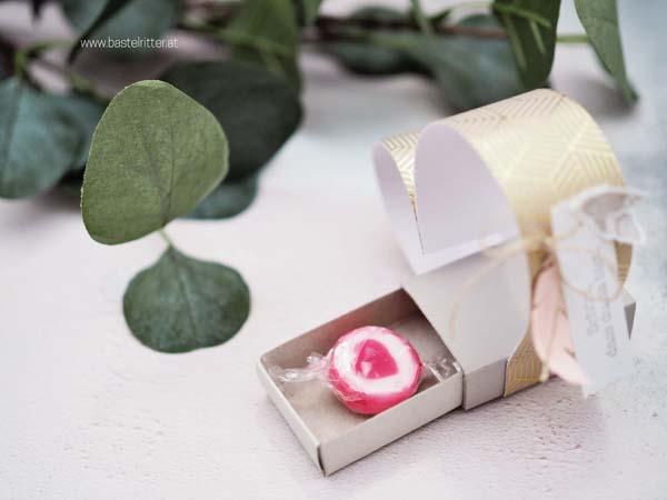herz-zuendholzschachtel-gastgeschenk-hot-foil-designerpapier-folia-stampin-up-bastelritter-boho-wedding-hochzeit-
