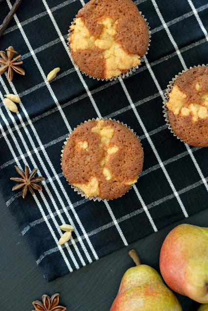 chai, birnen, birne, muffins, streusel, herbst, backen, pear, autumn, fall, baking, foodblog, foodblogger, yummy, lecker, kuchen, cake, kipferl und krapferl