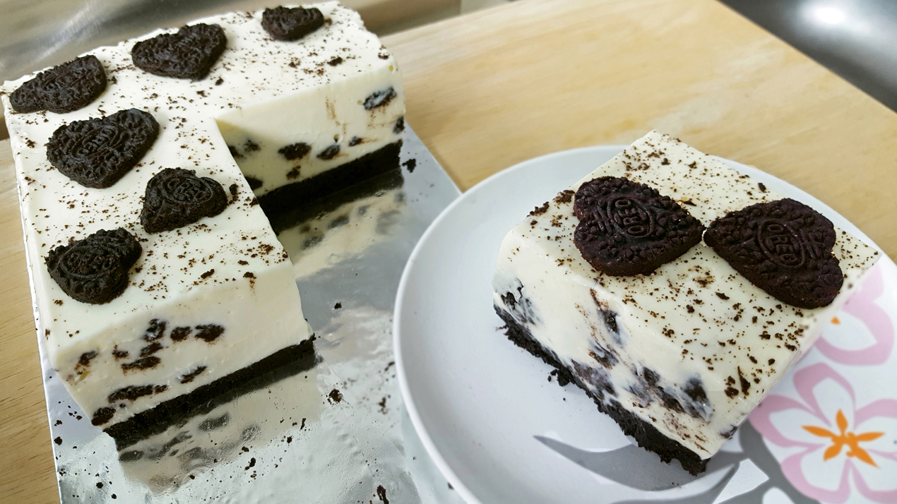 oreo cheesecake decorated with heart cookie cutouts