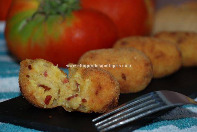 Croquetas de papas con huevos y chorizo