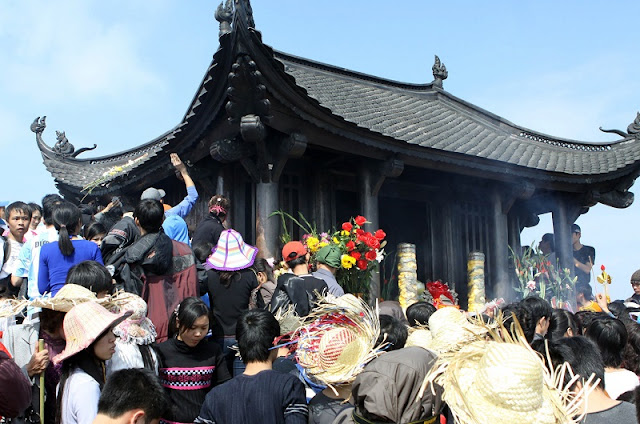 Attractive traditional festivals in lunar January in Vietnam 3
