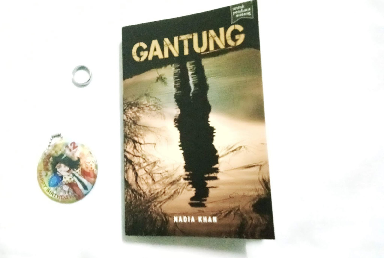 Review Gantung by Nadia Khan