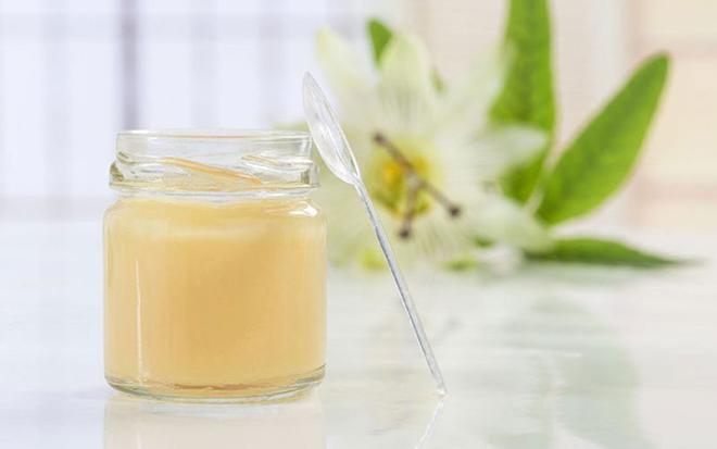 Sữa ong chúa giúp dưỡng da cực dễ dàng