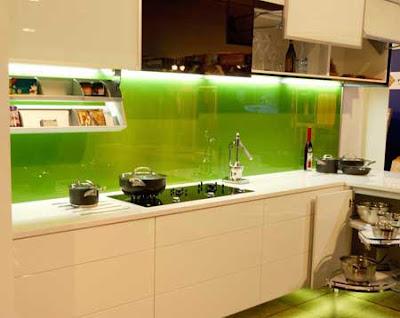Lựa chọn kính màu ốp bếp phù hợp với không gian 01
