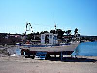 Priprema broda za sezonu, Mirca otok Brač slike