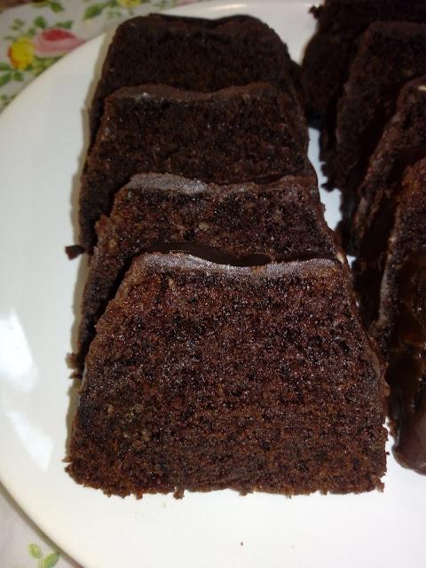 szybkie ciasto z dyni ciasto kakaowo orzechowo dyniowe ciasto dyniowe ciasto z pure z dyni ciasto z mikrofali szybkie ciasto z mikrofalowki ciasto z czekolada ciasto czekoladowe