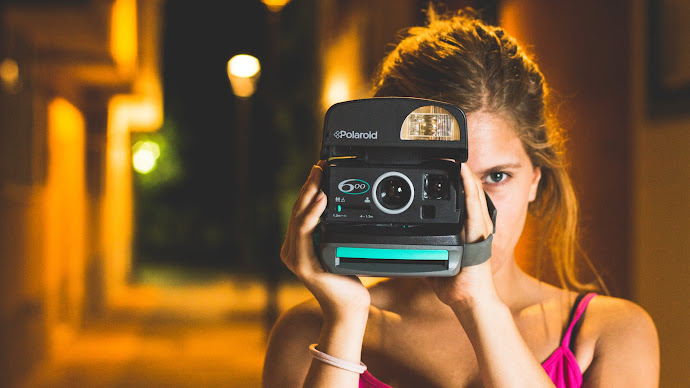 Wallpaper: Lady with Polaroid camera